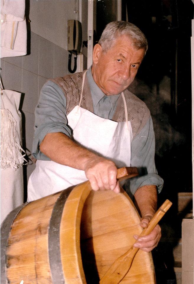 Antonio Di Nucci al lavoro | Caseificio Di Nucci