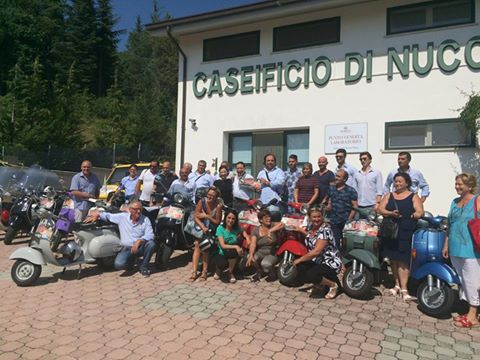 Visite in Caseificio Di Nucci | Gli amici del Vespa Club Thermularum