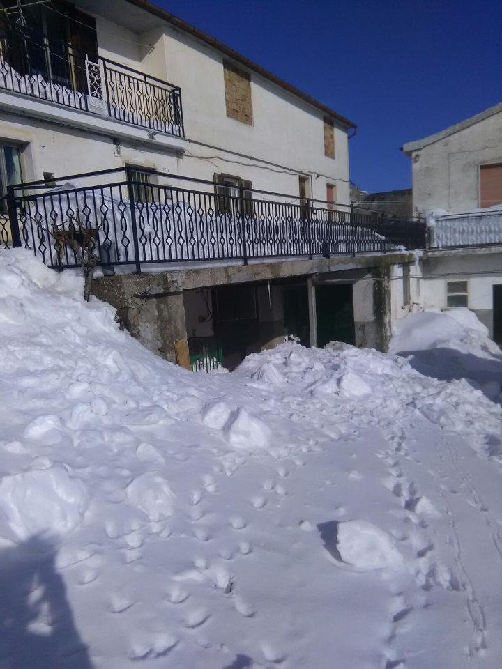 Il lavoro degli allevatori di montagna durante l'emergenza neve. Casa di Mina Marcovecchio