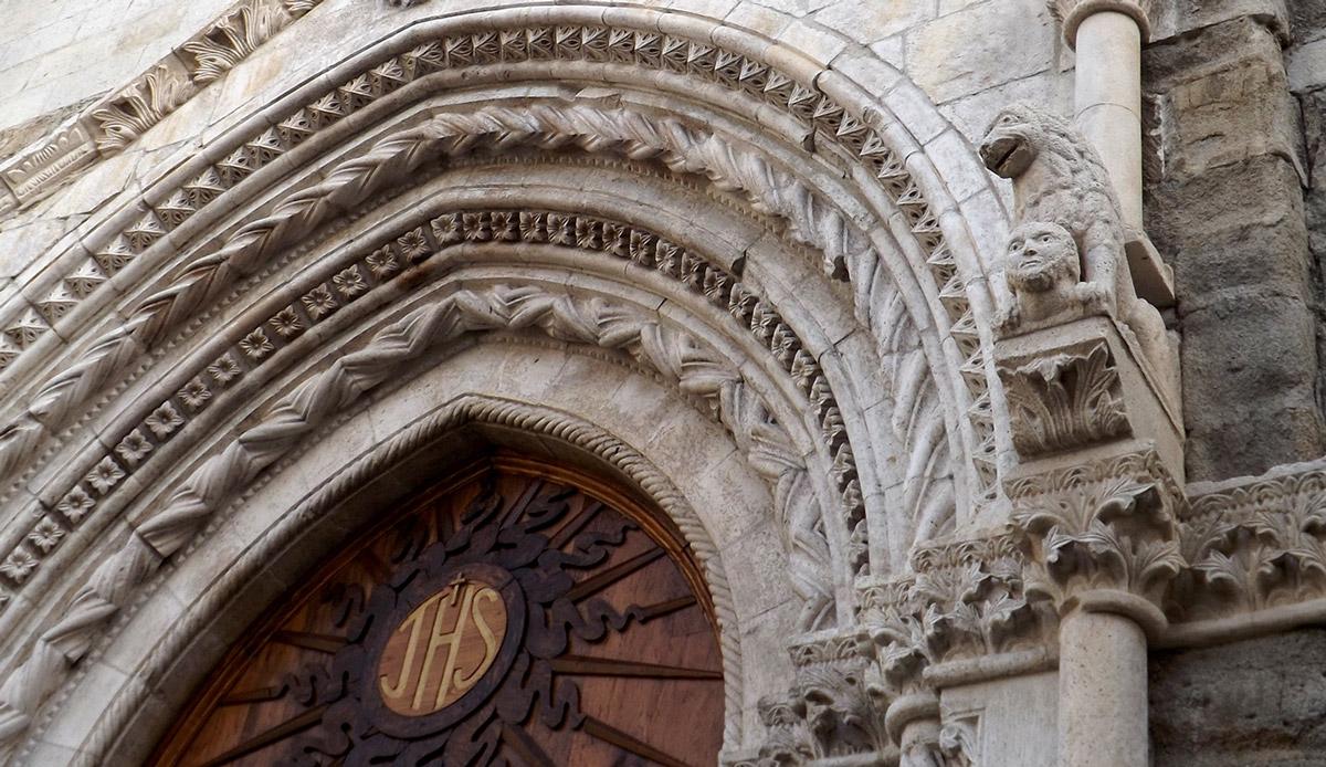 Agnone la città delle Chiese | Portale della Chiesa di Sant'Emidio | Caseificio Di Nucci